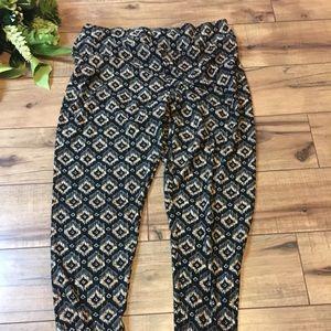 Women's size xl leggings black and cream design